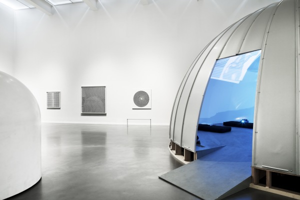 new-museum_ghosts-in-the-machine_07_12_1081